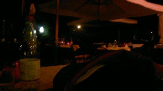 Ali Sul Lago Hotel Residence: ristorante (zona all'aperto) by night