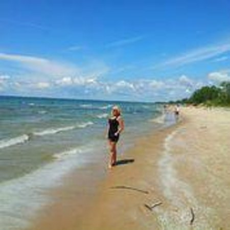 Sandbanks Provincial Park : Walking the beach...