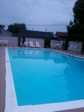 BEST WESTERN Country Squire: Sparkling clean pool! So nice.