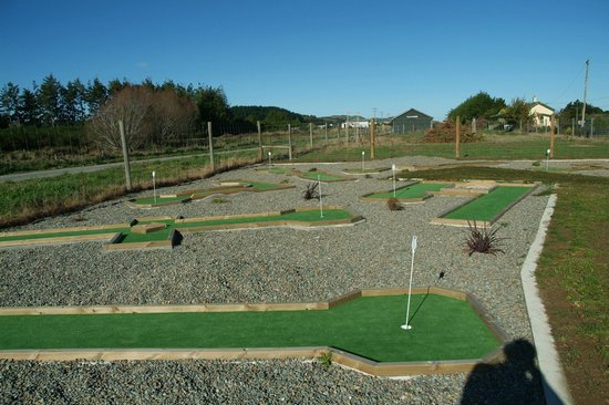 Tuatapere Motel, Backpackers and Holiday Park: Mini Golf