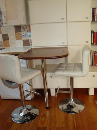 Kings Boutique Hotel: Dinette table