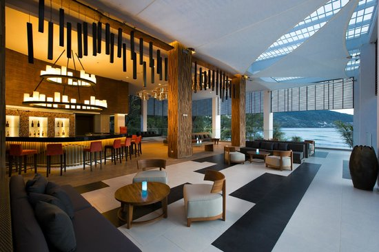 Novotel Phuket Kamala Beach: Lobby And The Living Room Bar