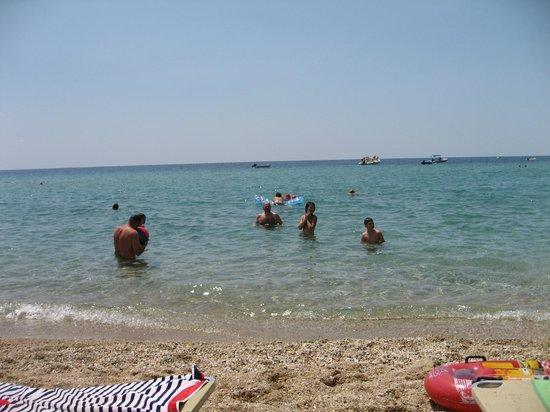 Hotel Mavridis: Beach in front of hotel