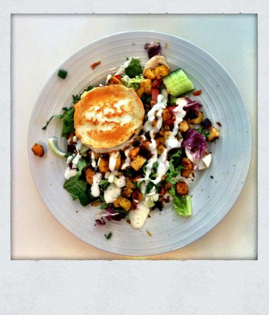 Suonenjoki, Finlandia: A delicious lunch salad with hoat cheese