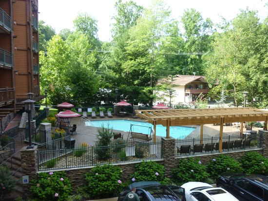 Mountain Vista Luxury Rentals: Our View of the Pool