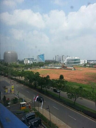Fame Hotel Gading Serpong: view fr the room window ...