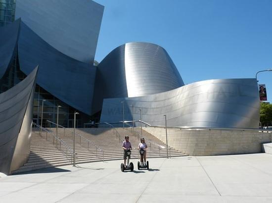 Another Side Of Los Angeles Tours : Devant le Walt Disney Concert Hall