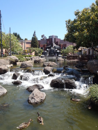 Blackhawk Plaza: Waterfall/stream between the two halves of shopping