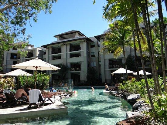 Pullman Palm Cove Sea Temple Resort & Spa: pool area