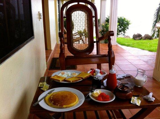 Casa Canada: breakfast on terrace