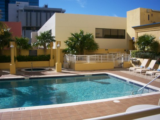 Hampton Inn Ft. Lauderdale /Downtown Las Olas Area, FL.: Piscina do Hotel. Pequena, mas bem limpa