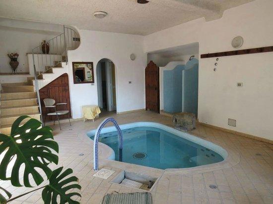 Villa al Mare: The hot tub