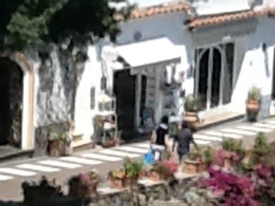 Casa e Bottega: vista (un poco sgranata) dell'esterno...