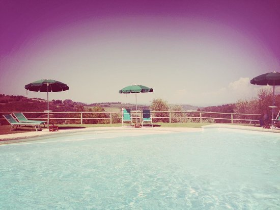 Torraccia di Chiusi: Zwembad met uitzicht op San Gimignano