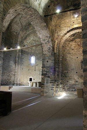 Monestir de Sant Pere de Casserres: Interior iglesia