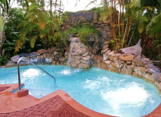 Kariwak Village Holistic Haven and Hotel: The Jacuzzi on the other side