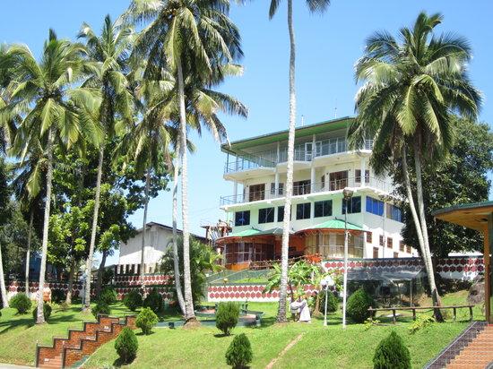 Delma Mount View Hotel: Hotel Outside
