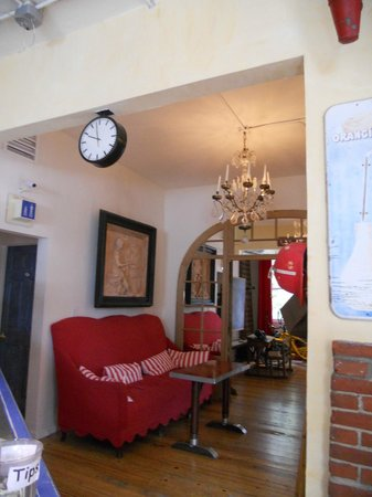 Metro Hotel & Cafe: Lobby area