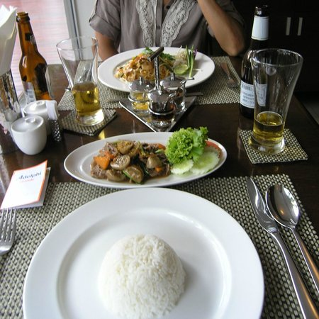 Adelphi Grande Sukhumvit by Compass Hospitality: Tasty lunch at Adelphi restaurant