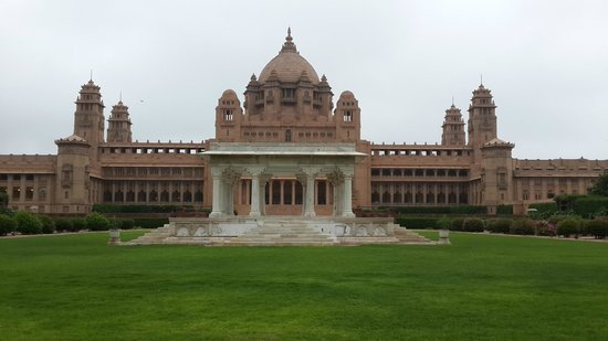 Umaid Bhawan Palace Jodhpur: Palace Foreground