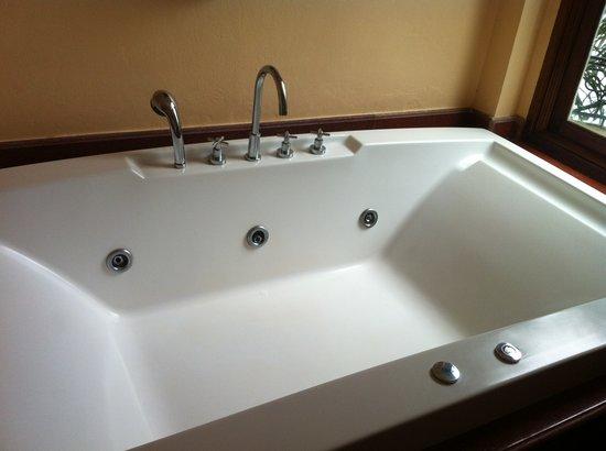 Jamahkiri Resort & Spa: hidromasaje