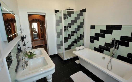 Grand Hotel de Tours: Salle de bain Suite Winston Chruchill