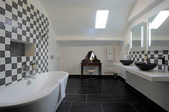Grand Hotel de Tours: Salle de bain Junior Suite