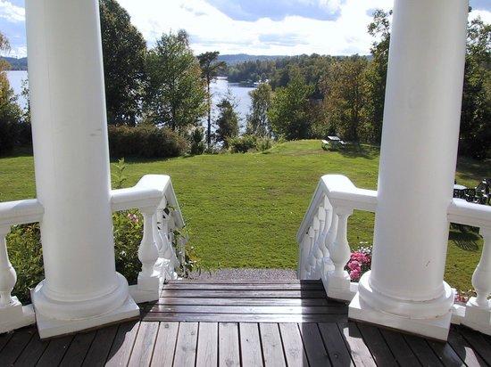 Rimforsa, Suecia: Utsikt över sjön Åsunden från herrgården