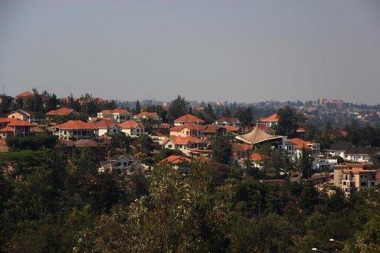 Golf Hills Residence: The neighbourhood
