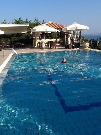 Lithies Boutique Hotel: Having a early morning swim