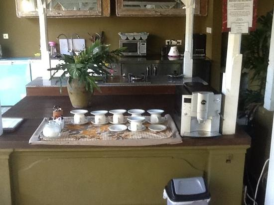 Nyima Budget Inn : cafe a disposition