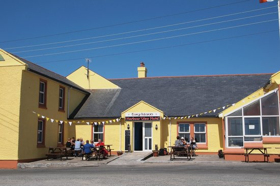 Tory Ostan Thoraig: Front of Ostan Thoraigh, Tory Harbour View Hotel