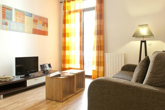 MH Apartments Liceo : Living 1 bedroom