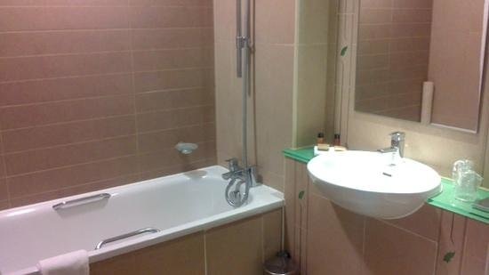 Pinewood Hotel: bathroom