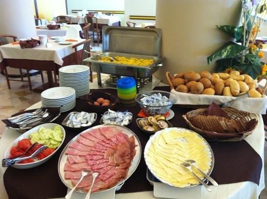 Hotel Continental: ottimo buffet colazione