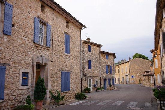 Le Crillon Hotel: Street around the Hotel
