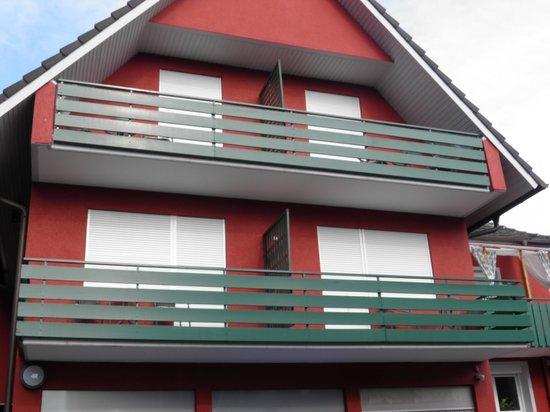 Gasthof-Hotel Zum Rebstock : Chambres avec balcon coté cour