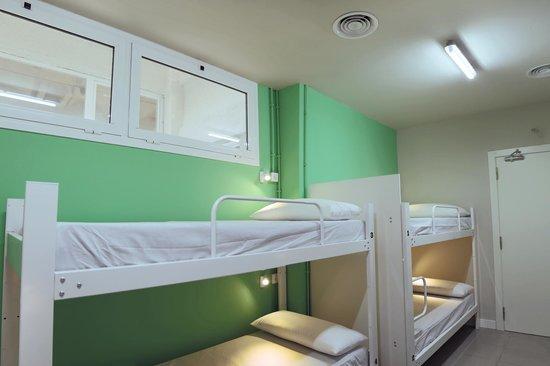 Hola Hostal Eixample : BEDROOM