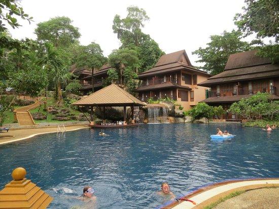 Khaolak Merlin Resort: The main pool at the bottom