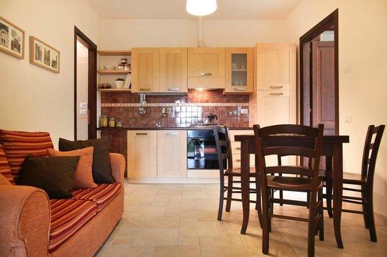 IL VECCHIO MANDORLO: PESCO soggiorno e cucina
