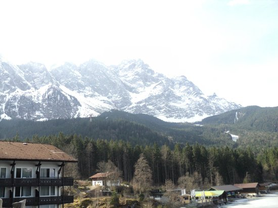Eibsee Hotel: View from the room...changes every day