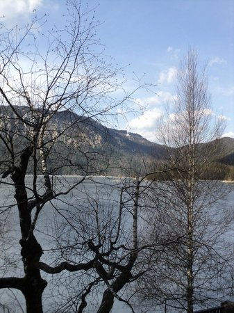 Eibsee Hotel: The lake less frozen