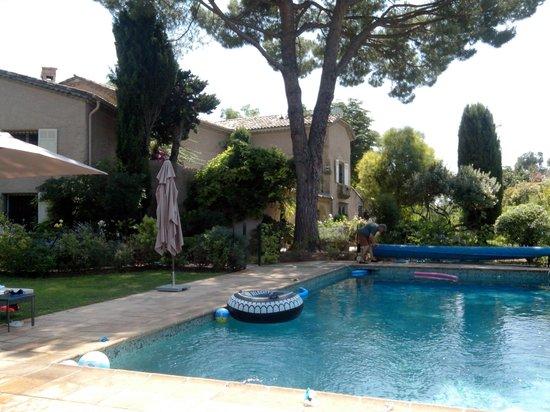 Le Mas du Chanoine: La piscine
