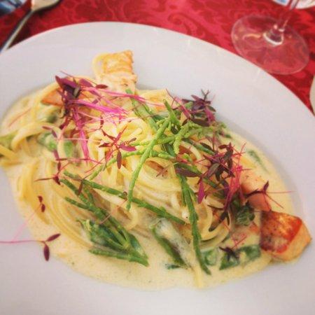 Amore Vero : Linguine with salmon and mascarpone sauce