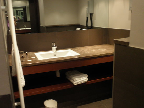 Hotel Concortel: The bathroom