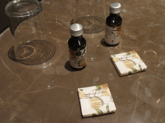 Hotel Concortel : Shampoos and soaps