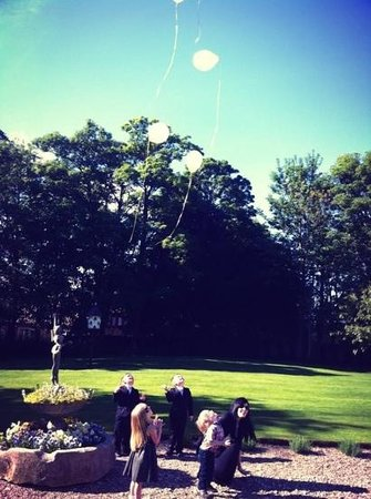 Washingborough Hall Country House Hotel : Grandchildren releasing balloons in gardens