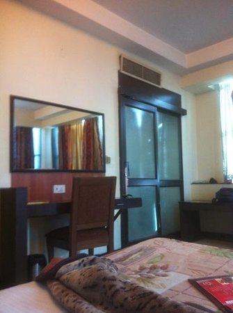Hotel PR Residency: nice big room. AC is gud. view is also noteworthy. all in all a nice n frnfly envirnment, not mu