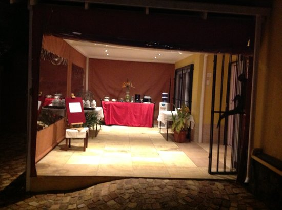 Sleepy Gecko Guesthouse: Entrance to Conference Centre