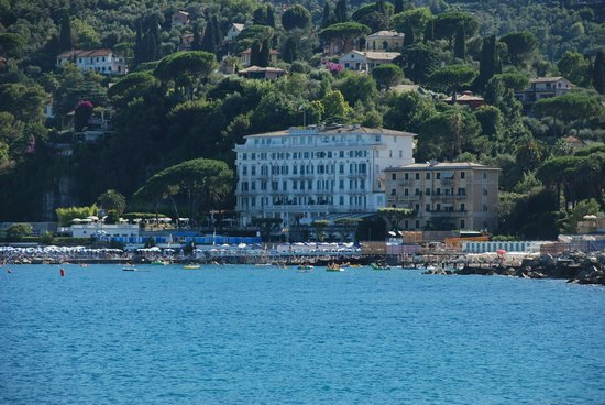Grand Hotel Miramare: View on hotel from boat trip to Portofino